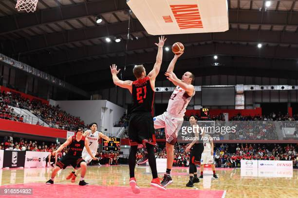 Nick Fazekas of the Kawasaki Brave Thunders shoots while under pressure from Brendan Lane of the Alvark Tokyo during the BLeague match between Alverk...