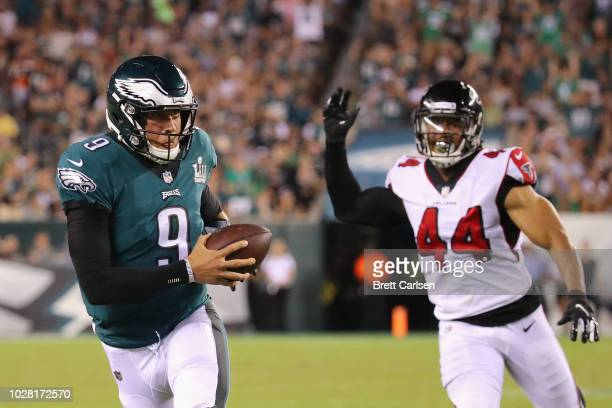 Nick Foles of the Philadelphia Eagles catches a pass thrown by Nelson Agholor during the third quarter against the Atlanta Falcons at Lincoln...