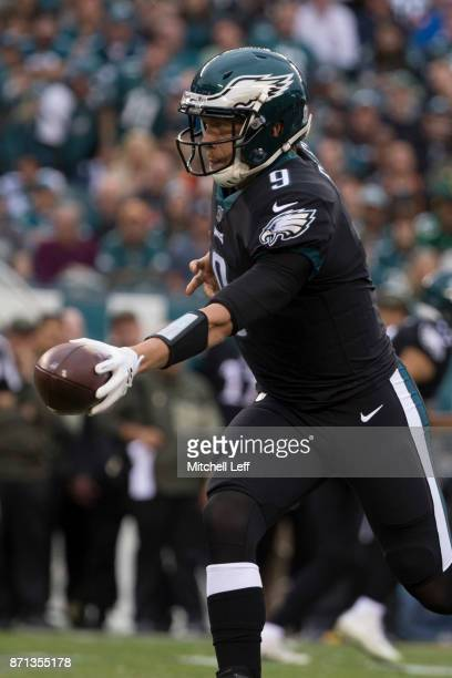 Nick Foles of the Philadelphia Eagles hands the ball off against the Denver Broncos at Lincoln Financial Field on November 5 2017 in Philadelphia...