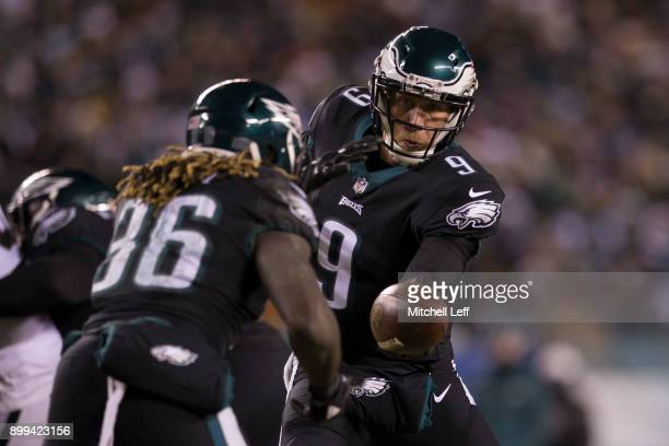 Nick Foles of the Philadelphia Eagles hands the ball off to Jay Ajayi against the Oakland Raiders at Lincoln Financial Field on December 25 2017 in...
