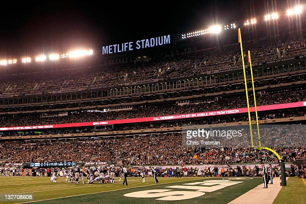 Nick Folk of the New York Jets misses a field goal in the first quarter against the New England Patriots at MetLife Stadium on November 13, 2011 in...