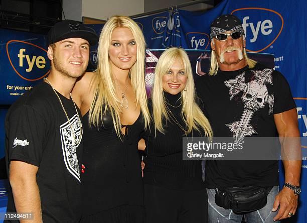 Nick Hogan, Brooke Hogan, Linda Hogan and Hulk Hogan