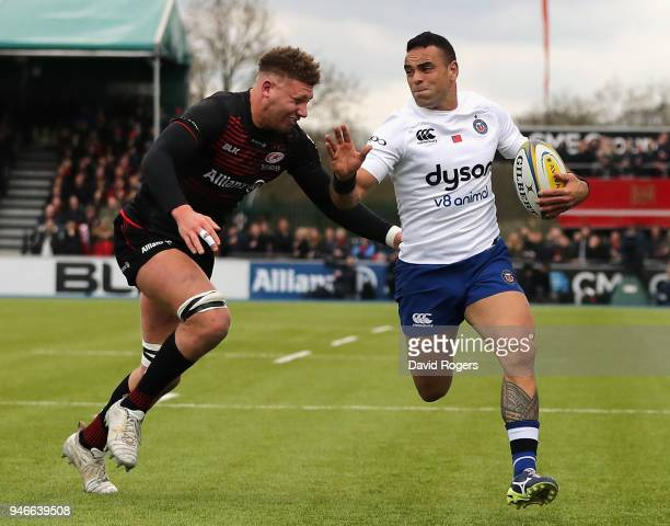 Nick Isiekwe of Saracens puts in a last ditch try saving tackle on Kahn Fotuali'i during the Aviva Premiership match between Saracens and Bath Rugby...