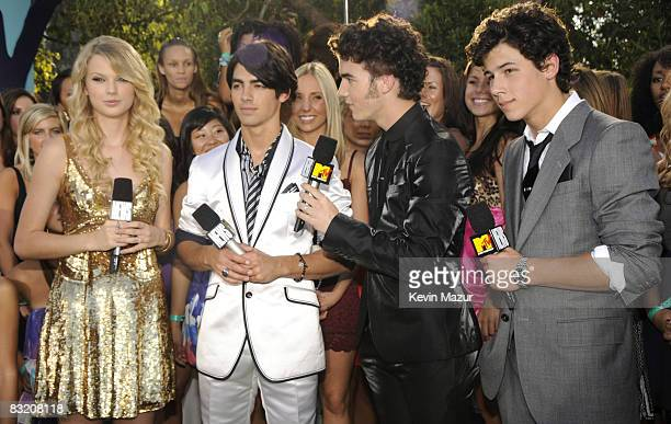 Nick Jonas Taylor Swift Joe Jonas and Kevin Jonas arrives on the red carpet of the 2008 MTV Video Music Awards at Paramount Pictures Studios on...