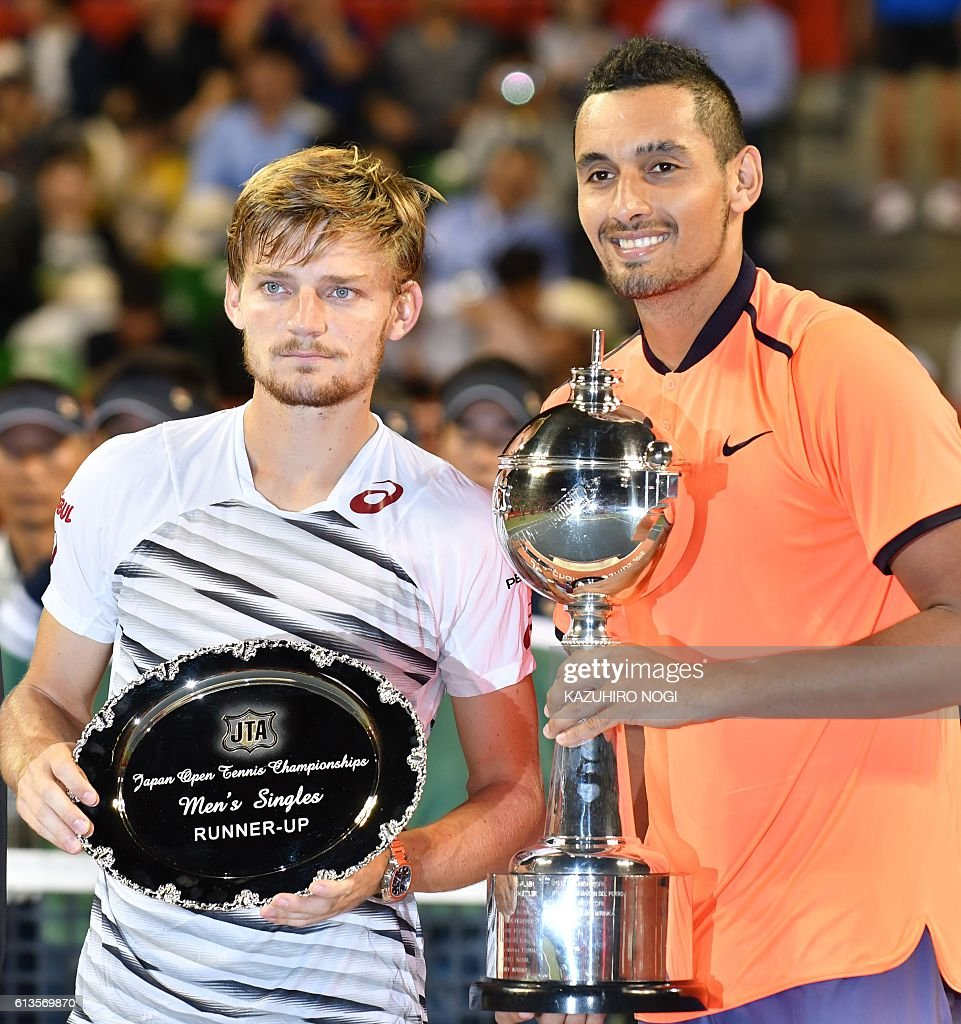 Nick Kyrgios of Australia (R) and runner-up Belgium's David Goffin (L) pose during the awards ceremony after the men's singles final at the ATP Japan Open tennis tournament in Tokyo on October 9, 2016. / AFP / KAZUHIRO