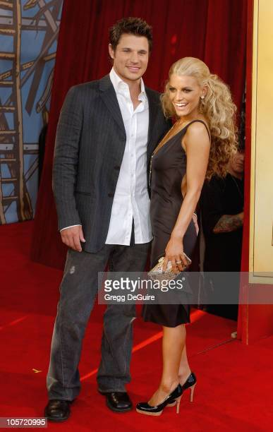 Nick Lachey and Jessica Simpson during 2005 MTV Movie Awards Arrivals at Shrine Auditorium in Los Angeles California United States