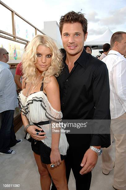Nick Lachey and Jessica Simpson during 2005 MTV Video Music Awards - Arrivals at American Airlines Arena in Miami, Florida, United States.