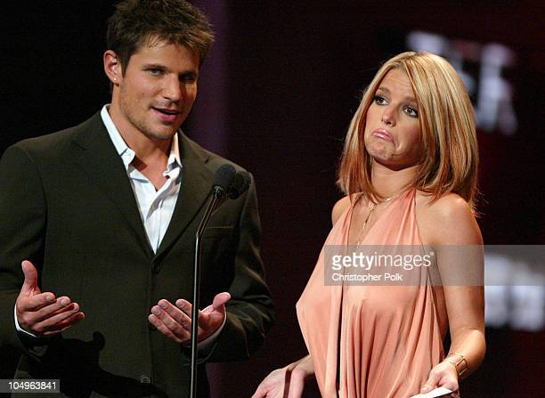 Nick Lachey and wife Jessica Simpson present the Country Favorite Female Artist