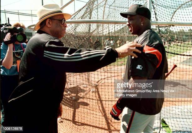 Nick Lammers/staff 3/3/99 Tribune Sports#13After making the Baseball Hall of Fame former Giant Orlando Cepeda shakes hands with Barry Bonds