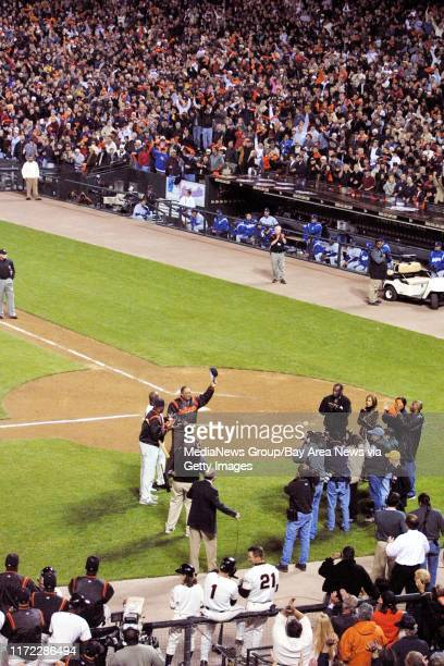 Nick Lammers/staff 4/18/01 Tribune SportsFollowing his historic 500th blast, Barry Bonds talks to the crowd, surrounded by Willie McCovey and...