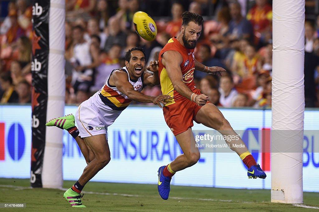 Gold Coast v Adelaide - 2016 AFL NAB Challenge : News Photo