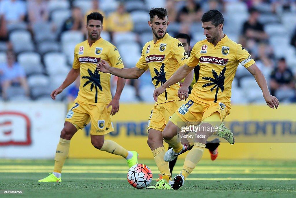 A-League Rd 13 - Central Coast v Wellington : News Photo