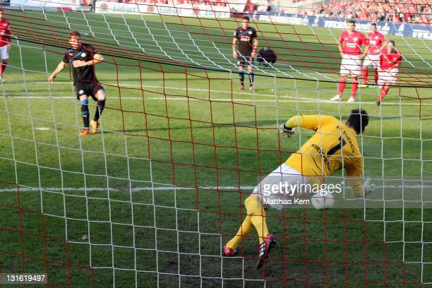 Nick Proschwitz of Paderborn scores the second goal during the Second Bundesliga match between FC Energie Cottbus and SC Paderborn at Stadion der...