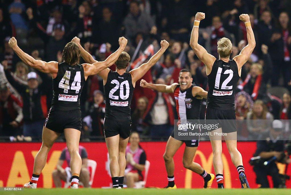 AFL Rd 14 - St Kilda v Geelong : News Photo