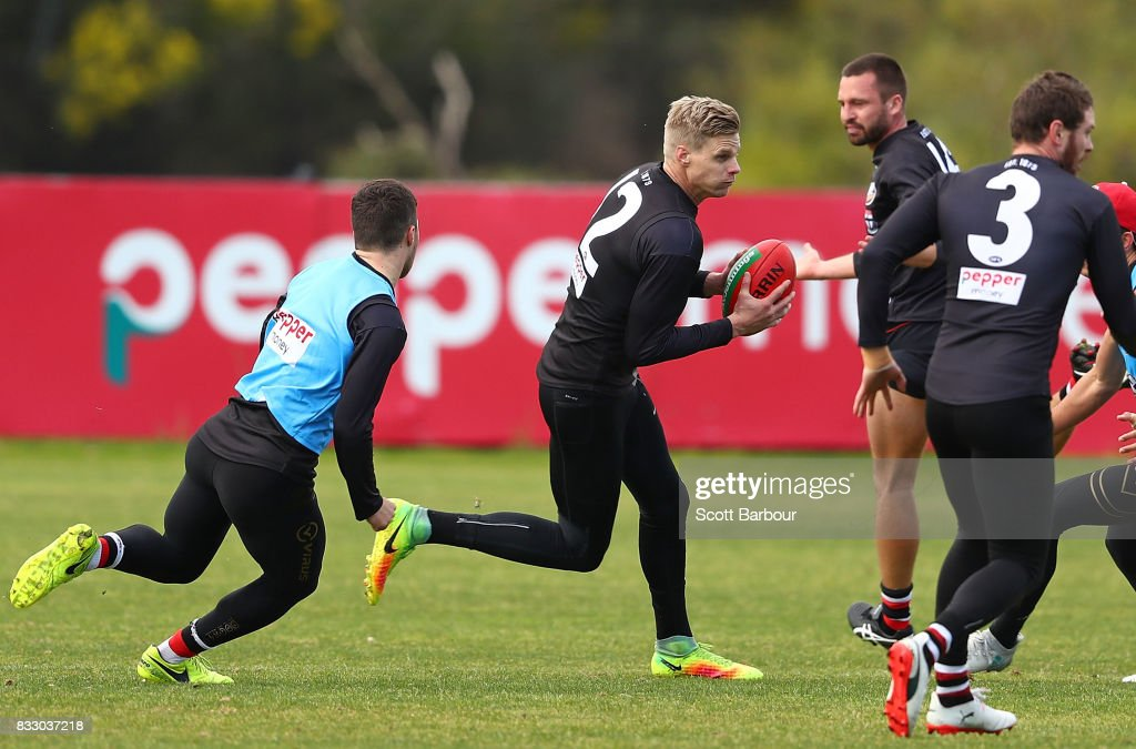 Nick Riewoldt of the Saints runs with the ball during a St Kilda Saints AFL training session at Linen House Oval on August 17, 2017 in Melbourne, Australia.