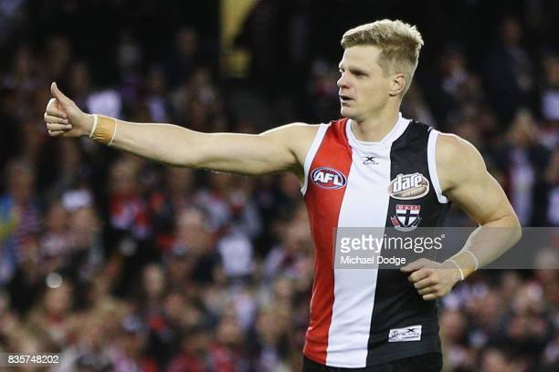 Nick Riewoldt of the Saints thx fans after winning his last home match during the round 22 AFL match between the St Kilda Saints and the North...