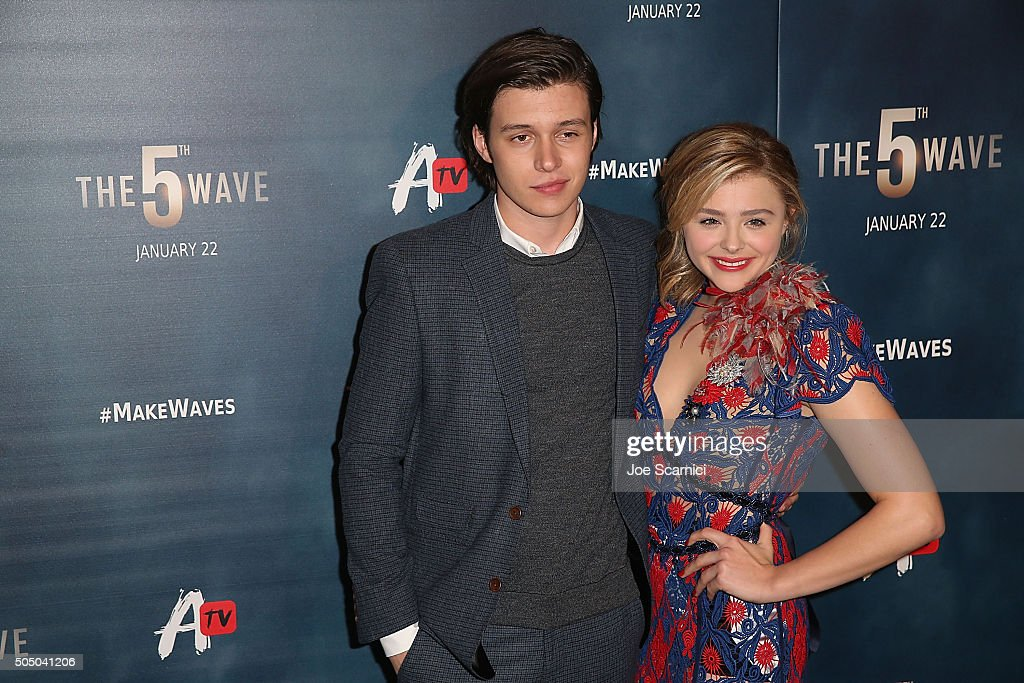 "AwesomenessTV Special Fan Screening Of ""The 5th Wave"" : News Photo"