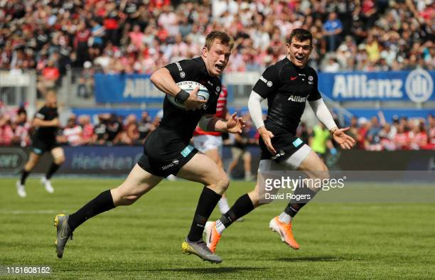 Nick Tompkins of Saracens breaks away to score hissecond try during the Gallagher Premiership Rugby Semi Final match between Saracens and Gloucester...