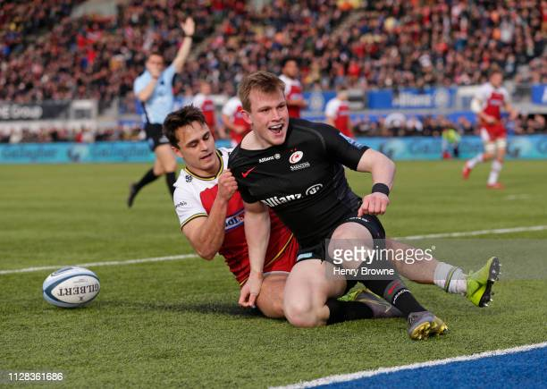 Nick Tompkins of Saracens celebrates scoring his sides second try despite the efforts of Tom Collins of Northampton Saints during the Gallagher...
