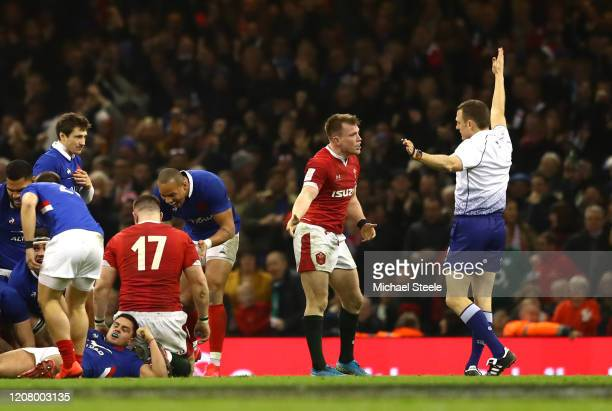 Nick Tompkins of Wales remonstrates with referee Matthew Carley after being penalised in the final play of the game during the 2020 Guinness Six...