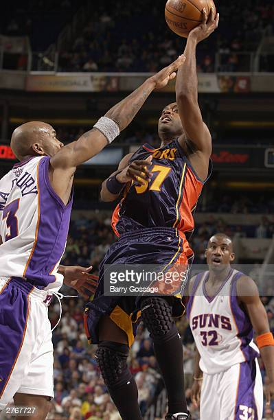 Nick Van Exel of the Golden State Warriors shoots against the Phoenix Suns at America West Arena on November 28 2003 in Phoenix Arizona NOTE TO USER...