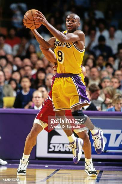 Nick Van Exel of the Los Angeles Lakers looks to pass against the Los Angeles Clippers during a game at the Great Western Forum in Inglewood...