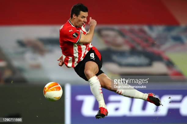 Nick Viergever of PSV shoots on goal during the UEFA Europa League Group E stage match between PSV Eindhoven and AC Omonoia at Philips Stadion on...