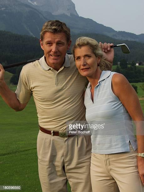 Nick Wilder, Ehefrau Christine Mayn, Urlaub, Ellmau /Österreich, Golfplatz, golfen, Alpen, Berge, Frau, Golfschläger, Sport,