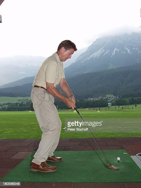 Nick Wilder Urlaub Ellmau /Österreich Golfplatz golfen Alpen Berge Abschlag Golfschläger Golfball Sport