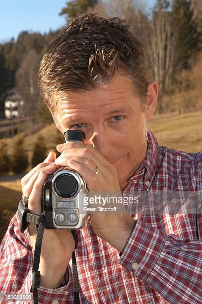 Nick Wilder Videokamera Videofilmen Homestory im Garten vor dem Haus Urlaub Bozen Südtirol Italien Promis Prominenter Prominente