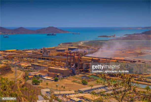nickel smelting industry, noumea, new caledonia, south pacific. - 5セントコイン ストックフォトと画像