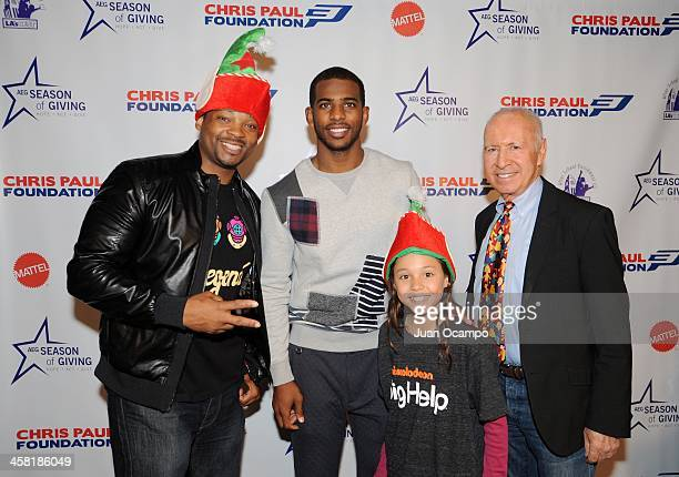 Nickelodeon actor Chico Benymon Los Angeles Clippers' Chris Paul and LA's Best' Gerald L Katell pose for a photo with a young participant during...