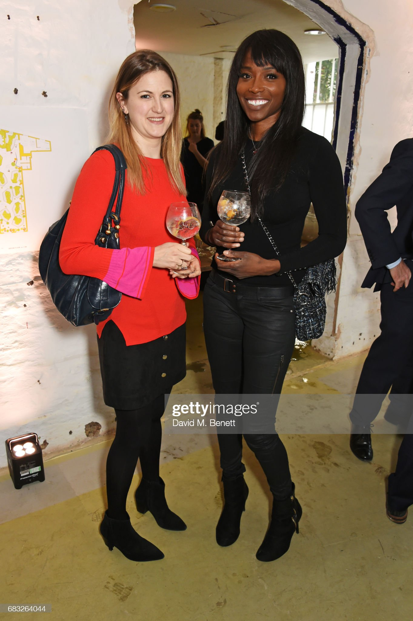 ¿Cuánto mide Lorraine Pascale? - Altura - Real height Nicki-merivale-and-lorraine-pascale-attend-a-discussion-between-lord-picture-id683264044?s=2048x2048