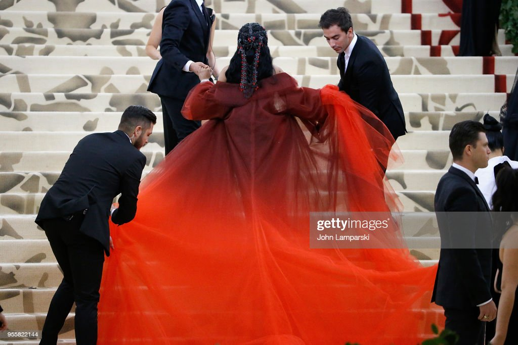 Heavenly Bodies: Fashion & The Catholic Imagination Costume Institute Gala - Outside Arrivals : Fotografía de noticias