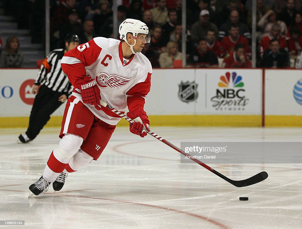 Detroit Red Wings v Chicago Blackhawks : News Photo