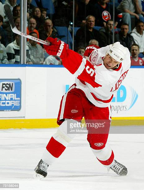 Nicklas Lidstrom of the Detroit Red Wings shoots the puck against the New York Islanders on January 30 2007 at Nassau Coliseum in Uniondale New York