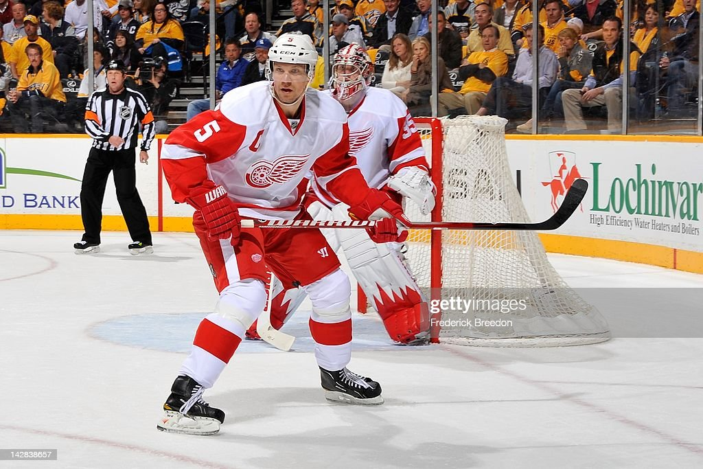Detroit Red Wings v Nashville Predators - Game One : News Photo