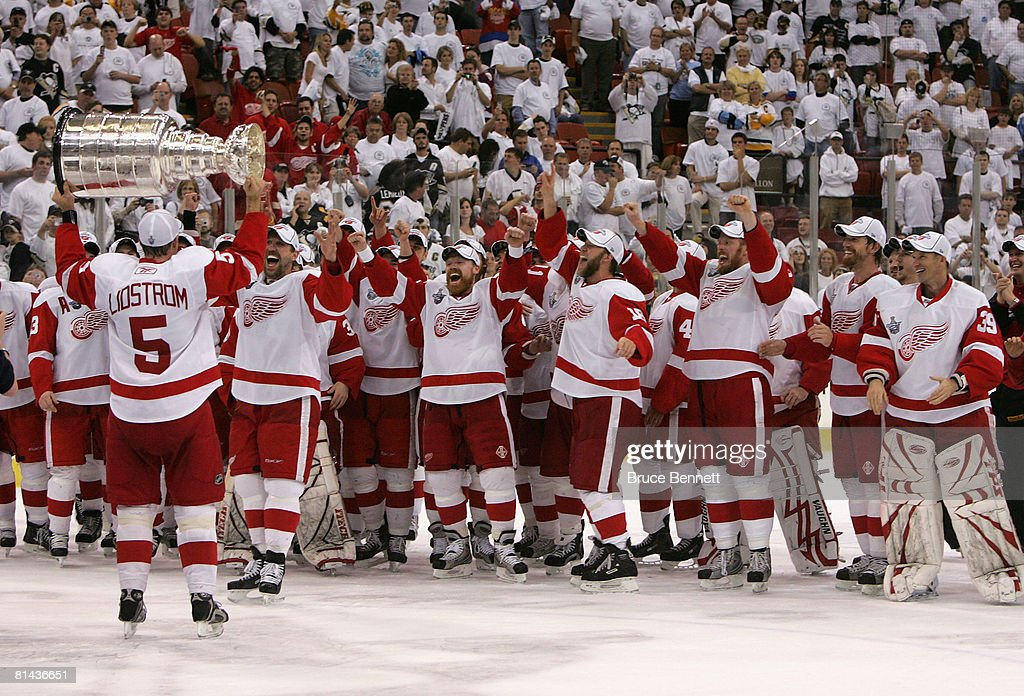 Detroit Red Wings v Pittsburgh Penguins - Game Six : News Photo