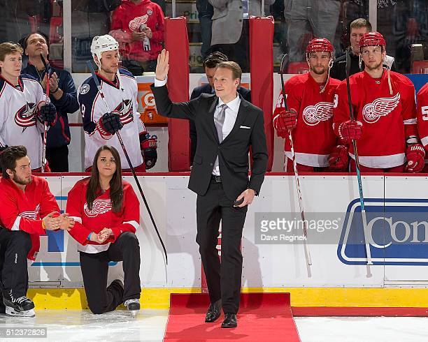 Nicklas Lidstrom waves to the crowd before ceremoniously dropping the puck at center ice celebrating his induction into the Hockey Hall of Fame prior...