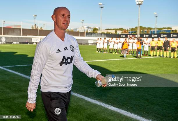 Nicky Butt Manager of Manchester United looks on prior to the UEFA Youth League match between Valencia and Manchester United at Paterna Training...