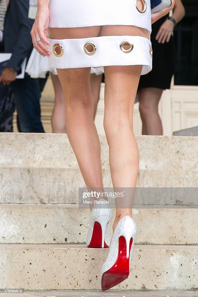 Versace : Outside Arrivals - Paris Fashion Week - Haute Fall/Winter 2015/2016 : News Photo
