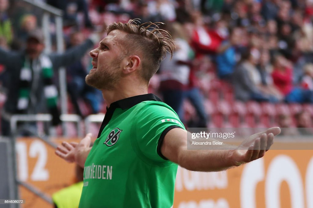 Niclas Fuellkrug of Hannover celebrates after he scored the winning goal for Hannover to make it 1:2 during the Bundesliga match between FC Augsburg and Hannover 96 at WWK-Arena on October 21, 2017 in Augsburg, Germany.