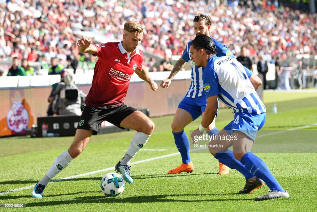 Niclas Fuellkrug of Hannover is challenged by Karim RekikÊ of Berlin during the Bundesliga match between Hannover 96 and Hertha BSC at HDI-Arena on May 5, 2018 in Hanover, Germany.