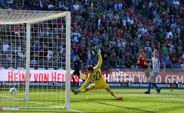 Niclas Fuellkrug of Hannover scores the third goal during the Bundesliga match between Hannover 96 and Hertha BSC at HDIArena on May 5 2018 in...