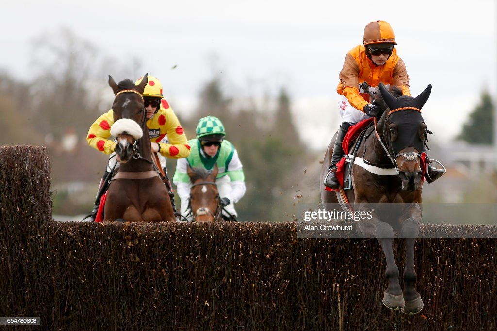 Kempton Races : News Photo