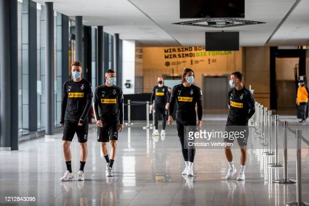Nico Elvedi Laszlo Benes Yann Sommer and Stefan Lainer are seen during the PreGame Quarantine of Borussia Moenchengladbach at BorussiaPark on May 11...