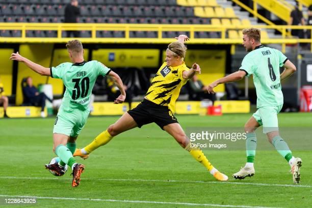 Nico Elvedi of Borussia Moenchengladbach Erling Haaland of Borussia Dortmund and Christoph Kramer of Borussia Moenchengladbach battle for the ball...
