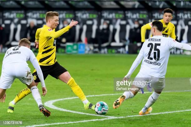 Nico Elvedi of Borussia Moenchengladbach, Marco Reus of Borussia Dortmund and Ramy Bensebaini of Borussia Moenchengladbach battle for the ball during...