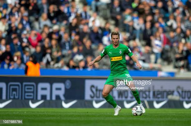 Nico Elvedi of Borussia Monchengladbach controls the ball during the Bundesliga match between Hertha BSC and Borussia Moenchengladbach at...
