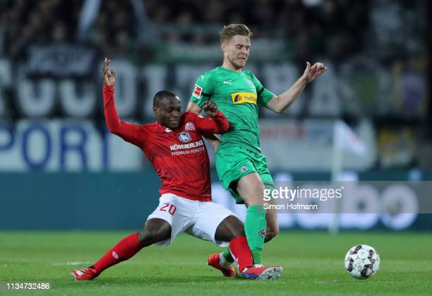 Nico Elvedi of Borussia Monchengladbach is challenged by Anthony Ujah of FSV Mainz during the Bundesliga match between 1 FSV Mainz 05 and Borussia...